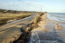Tanggul Penahan Bendungan atau Abrasi Pantai